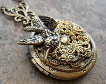 Three Dimensional Bird Locket in Brass, Bird Locket, Victorian Vintage Locket, Fancy Brass Locket, brass filigree locket