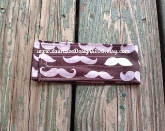 READY TO SHIP, Mustaches on Black Diaper Strap, Diaper Holder, Diaper Bag Organizer, Baby Shower Gift, Nappy Strap, Diaper Strap