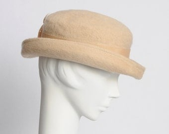 Vintage Hat  Wool Derby 1950's Feather Detail