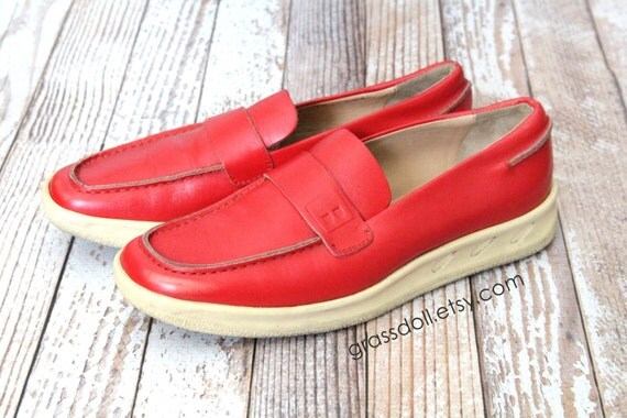 Vintage Bally Dora Red Leather with Heavy  Rubber Sole Womens Lofers Shoes // Size 38 // Item No 1179