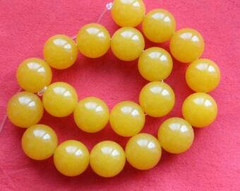 15.5 Inch Strand Gorgeous Yellow Jade Smooth Round Beads 20mm