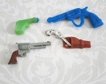 Kawaii Mini Plastic Gun Charms Assemblage Supply  /  Cracker Jack Gumball Prizes  /  Gumball Machine PrizesVintage Premium Prize Charms