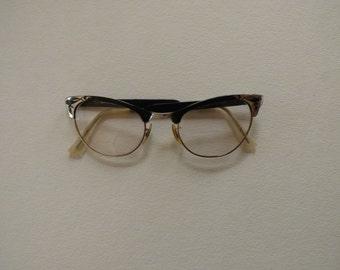 Cat Eyes . 1960s Eyeware