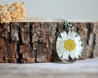 Daisy necklace, resin necklace pressed flower botanical jewelry flower necklace, floral necklace, flower girl gift