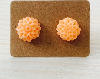 Small peach mum earrings