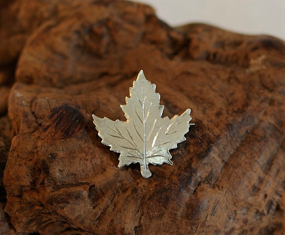 Vintage Sterling Silver 925 MAPLE LEAF Pin / Brooch