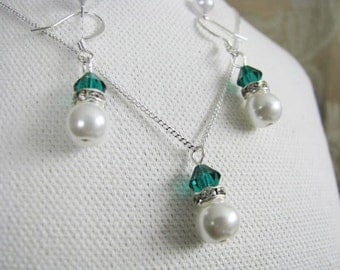 Great Bridesmaids gifts  Rhinestones and White Swarovski Pearls With Holiday Green Swarovski Crystals on Silver Plated Chain Necklace
