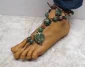 MEDUSA. Green and brown soleless sandals with stone beads.  Made with brown hemp.  Bellydance barefoot fashion! Charm style.  HFT-509