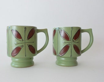 Vintage Green Retro Mugs