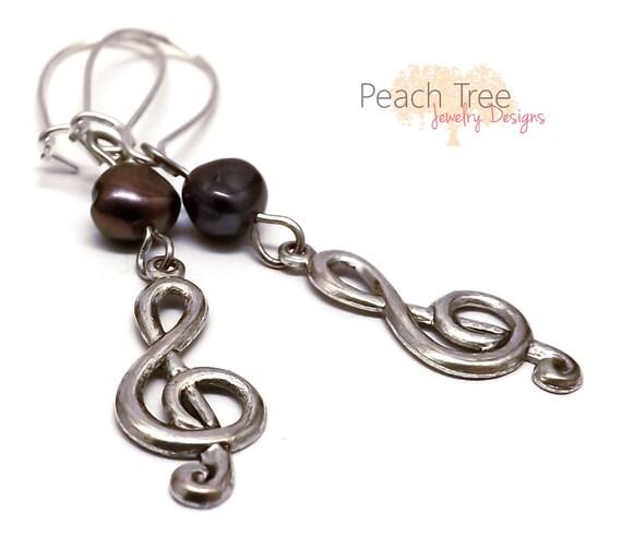 Beaded Treble Clef Earrings, Treble Clef Charms, Mother of Pearl Earrings, Shell Earrings, Dangle Earrings, Nickle Free Earrings