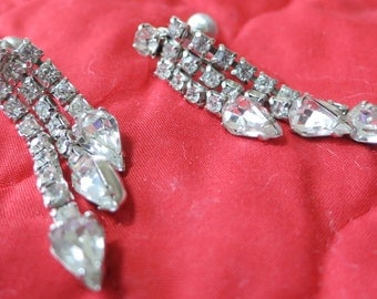"CORO stamped vintage screw back dangle rhinestone crystal earrings. 2"" long, 3 strands, arrowheads ends. HMHA13.12-14.6-6.29-4."