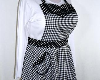 RETRO 50s CIRCLE SKIRT Apron -Black Gingham apron, sweetheart neckline, flirty pin up apron - ready-to-ship