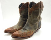 Women's Retro Cowboy Boots in great fall color scheme with lots of details size 6.5 M