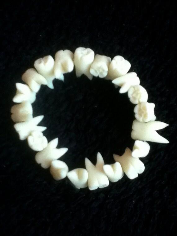 Teeth in the dark
