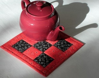 Red and Black Quilted Trivet, Teapot Mat, Insulated Floral Trivet, Hot Pad, Casserole Mat, Valentine's Day