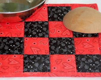 Fabric Trivet, Quilted Hot Pad, Red Black Casserole Mat, Insulated, Floral, Hearts, Candle Mat, Quiltsy Handmade
