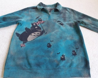 Totoro flying with small friends and umbrellas, man's medium Croft&Barrow discharged and dyed jacket with a short zipper, turquoise and pink