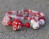 Be My Valentine wire bangled bracelet - Sweetheart - Red, Pink, White - Glass Heart Shaped Beads
