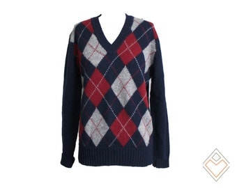 1980s Thane Stratford vintage wool sweater in a navy and cranberry argyle pattern // Size M