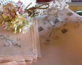Vintage Light Peach Square Hem Stitch Embroidery Cutwork Bridge Table Cloth and Four Matching Napkins