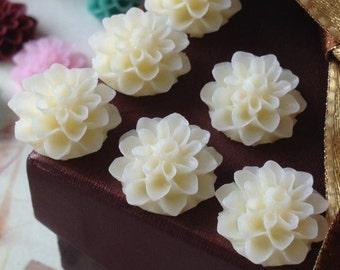 16 mm Cream White Color Resin Dahlia Flower Cabochons (.ag)