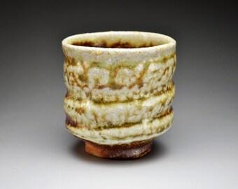 Shigaraki, anagama, ten-day anagama wood firing, with natural ash deposits tea cup. yunomi-10