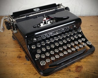 1930s Vintage Royal Model O Standard Portable Typewriter, Near Mint Condition