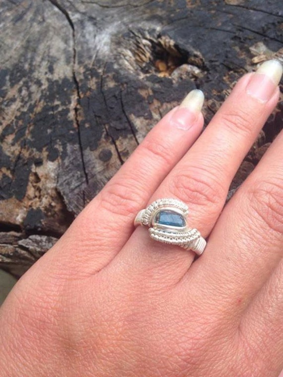 Size 6.5 Neon Blue Apatite Wire Wrapped Ring in Silver /// Peacock Apatite Ring