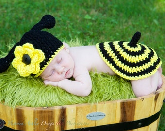 Little Bumble Bee / Hornet  Baby Photo Prop Set  *Newborn - 12 mos. - Hat and Tushie Cover