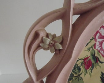 Vintage Decorative Oval Frame, Shabby Chic Pink With Painted Flowers, Cottage Decor, French Country, Circa late 1940's