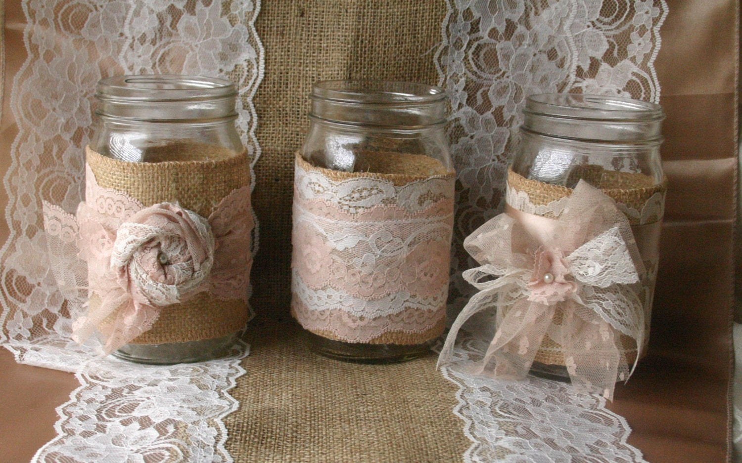 Burlap wedding vintage lace wedding jars wedding table for Table de noel shabby chic