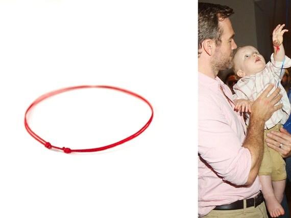 Bracelet en fil rouge bébé. Les enfants fil rouge Kabbale Bracelet. Bracelet en fil
