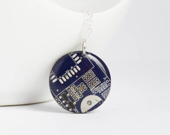 Geeky necklace - circuit board - techie necklace - round 23 mm