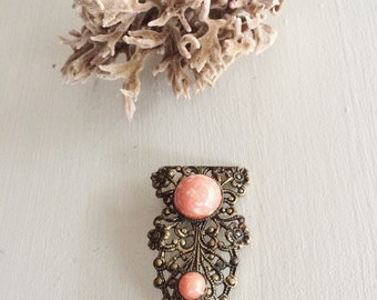 Sweet Mottled Peach or Coral Cabuchon Czech Style Brooch, German Filigree 1940s Vintage Brooch