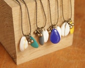 Nougat • Brass necklace with a colored enamel pearl, little brass drops & shell