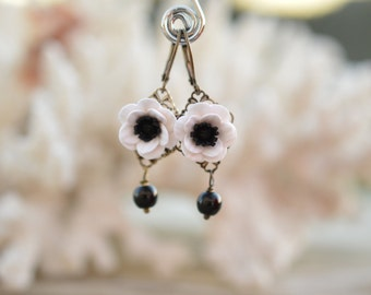 Black and White Anemone/Poppy and Black Glass Beads Flower Earrings, Black and White Anemone Earrings Jewelry