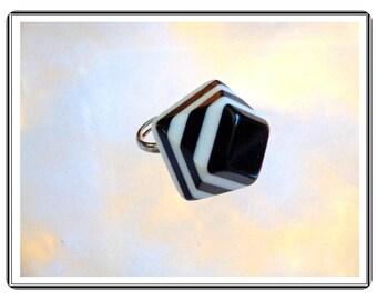 Black & White Plastic Ring -  Vintage Stylish  Pyramid   Adjustable  R1014a-090314007