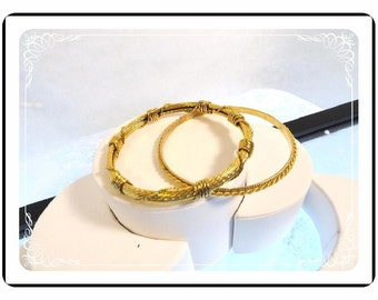 Metal Bangle Bracelets - Vintage Gold Tone Textured   Brac-1042a-082012000