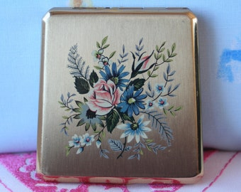 FREE SHIPPING Vintage Gold Tone Floral Design Rare Countess Stratton Powder Compact Mirror Great Condition Bridesmaid Birthday Gift