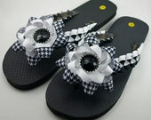 Black and White Flip Flops- Ladies L (9-10)