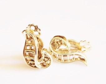 Vintage Gold Clip Earrings, Leaf Earrings, Leaf Jewelry, Gifts Under 15