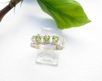 Natural Gemstone 3.5mm Faceted Peridot 3 Stones 925 Sterling Silver Mother's Ring