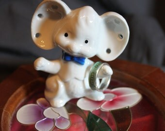 Sweet vintage White Mouse figurine Earring and Ring holder with blue bow