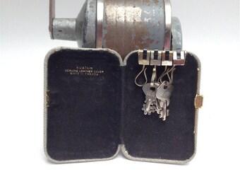 Buxton leather keychain, holder
