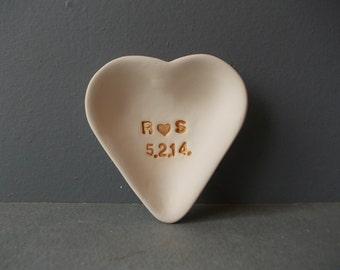 Personalized HEART Dish / Custom Stoneware Ring Dish / Monogram Jewelry dish / Ring dish / Bridesmades Gift / Wedding Personalized