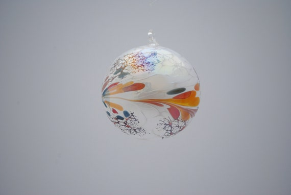 e00-62 Medium Iridescent Ornament White
