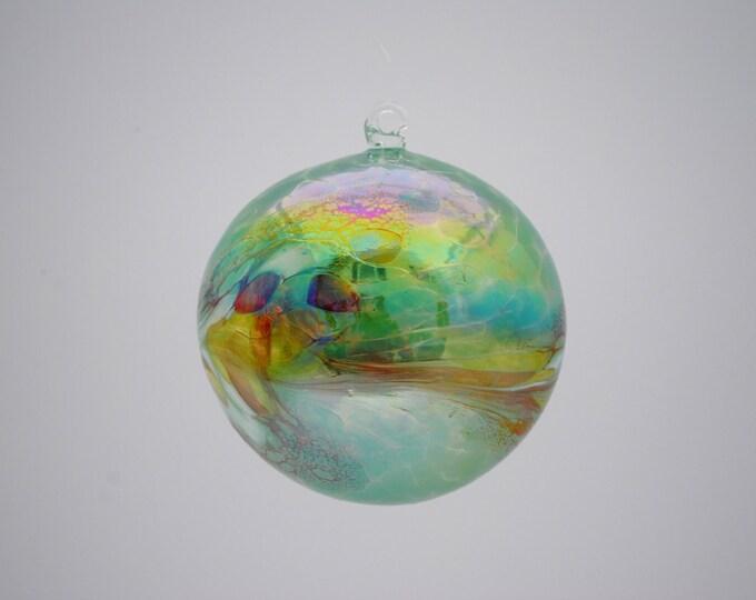 e00-62 Medium Iridescent Ornament Green