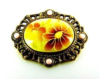 Vintage Glass Flower Brooch Gold Tone