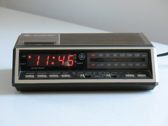 general electric clock radio digital dual alarm by oldstufflove. Black Bedroom Furniture Sets. Home Design Ideas