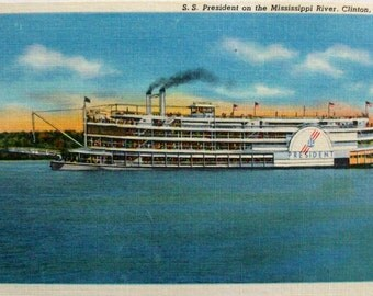 Mississippi Riverboat S S President. Clinton Iowa. Vintage postcard. Linen finish unused.